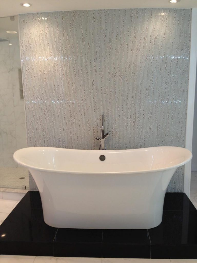 Stand-Alone-Bath